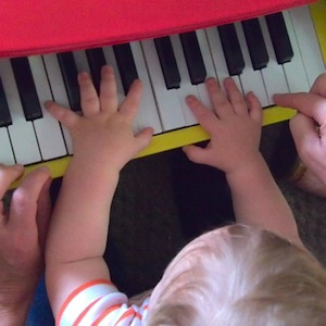 Bodhi_piano_playing(2)